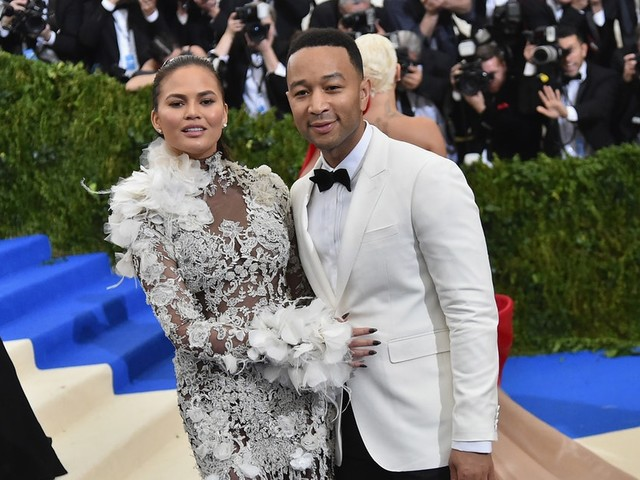 Chrissy Teigen Is Pregnant Again & Fans Are Losing It Over Her Instagram Announcement