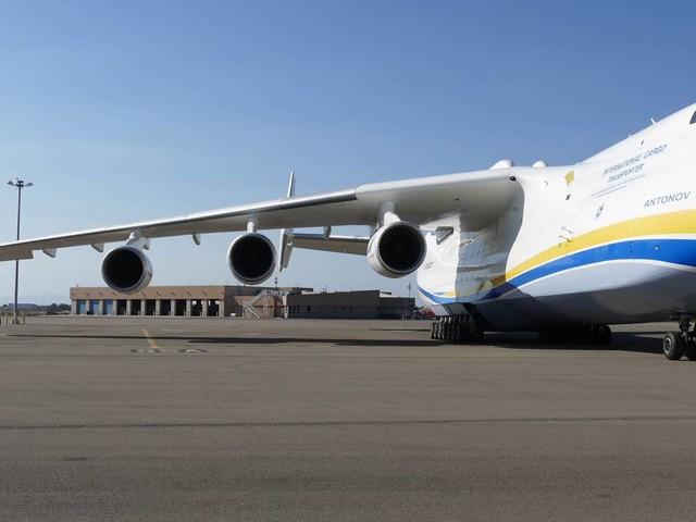 Watch world's largest jet land at Oakland International [VIDEO]