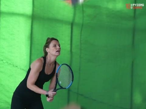 How Savannah Guthrie finds time to train for tennis match with Roger Federer