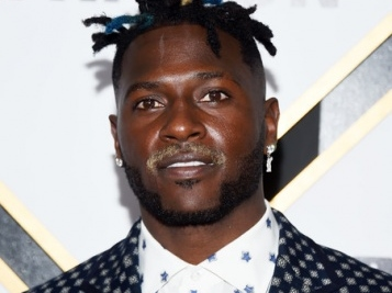 FOOTBALL DRAMA: The Raiders Reportedly Planning To Cut Antonio Brown, He Might Not Get His Guaranteed $30M Either