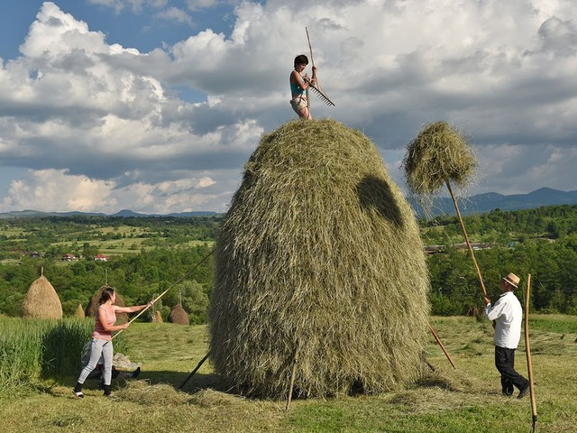 Rick Steves: Centuries-old traditions endure in Romania's countryside