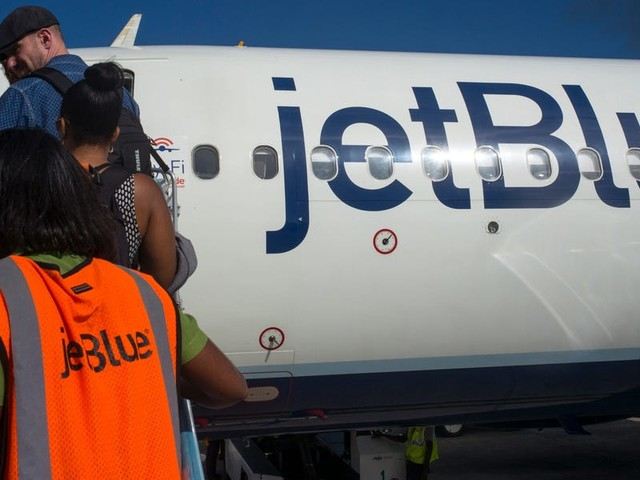 A JetBlue passenger choked a female flight attendant with his necktie and begged to be shot, report says