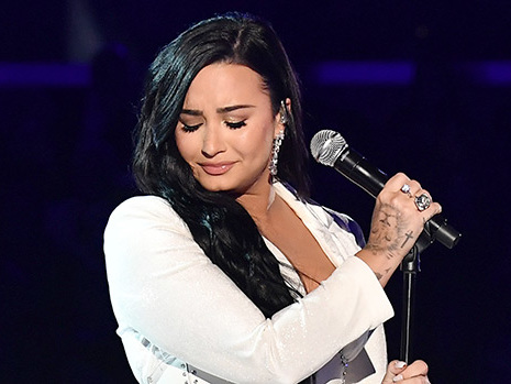 "Demi Lovato Stuns The Grammys With Emotional Performance Of New Song ""Anyone"""