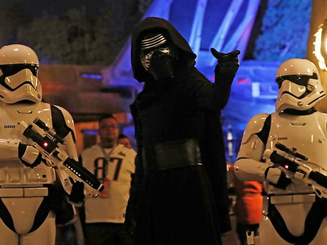 Disney discouraged 'Star Wars' fans from visiting its new Galaxy's Edge area, and domestic park visits and profits dropped