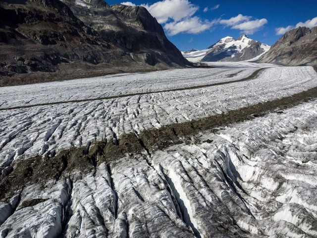Record melting sees Swiss glaciers shrink 10% in five years