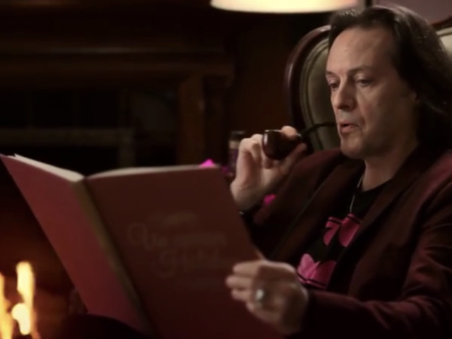 T-Mobile CEO John Legere to be replaced by COO Mike Sievert in May