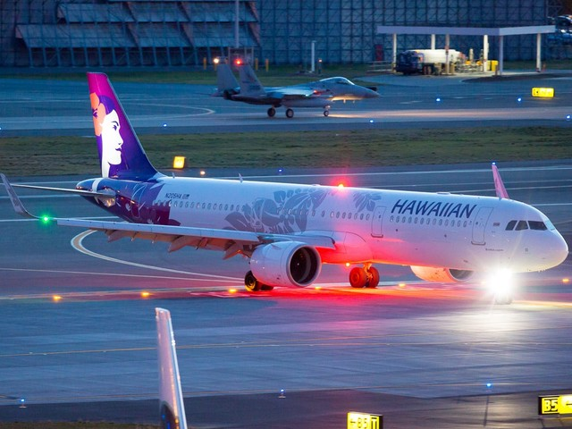 7 sent to hospital after smoke in Hawaiian Airlines plane cabin forces emergency landing