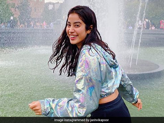 Janhvi Kapoor Tucked Into These 'Dhaba Essentials' On Her Way To Lonavala