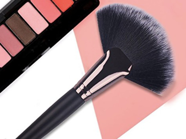 Amazon: Slim or Large Makeup Brush – Only $1.99