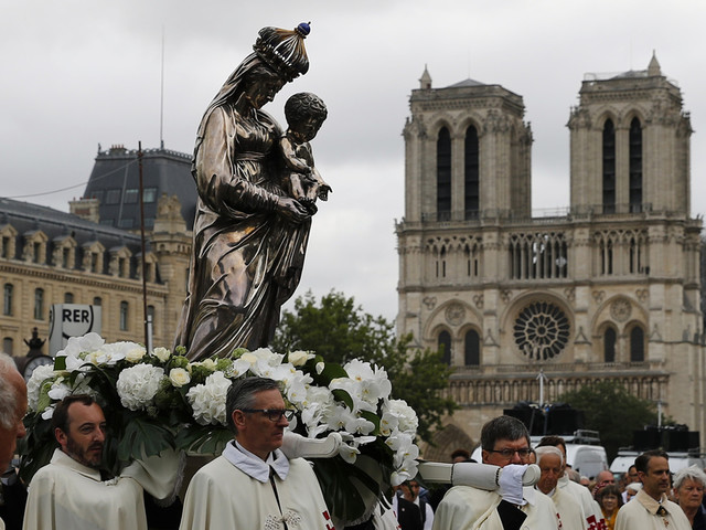 Notre Dame cleanup resumes with anti-contamination measures