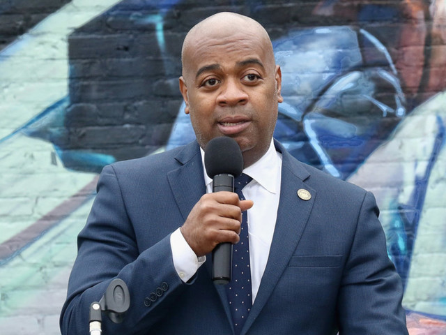 Newark mayor declares support for universal basic income, hopes to test it — but has no plan to fund it