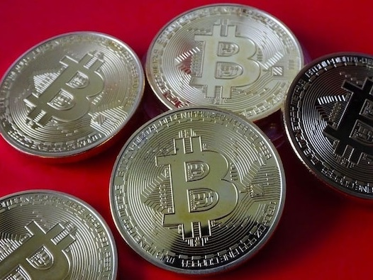 Bitcoin's momentum will end and it will be ugly — regulation will kick in and countries likely won't ignore its huge carbon footprint, an investment advisor says