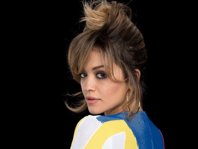 Rita Ora Discusses Her Decision to Dress in a Bathrobe at EMAs 2017!