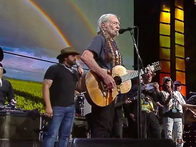 Neil Young, Margo Price & More Join Willie Nelson & Family At Farm Aid 2019