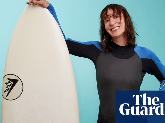 Fit in my 40s: indoor surfing with a tutor like an Aussie soap star. I'll kill it, right? | Zoe Williams