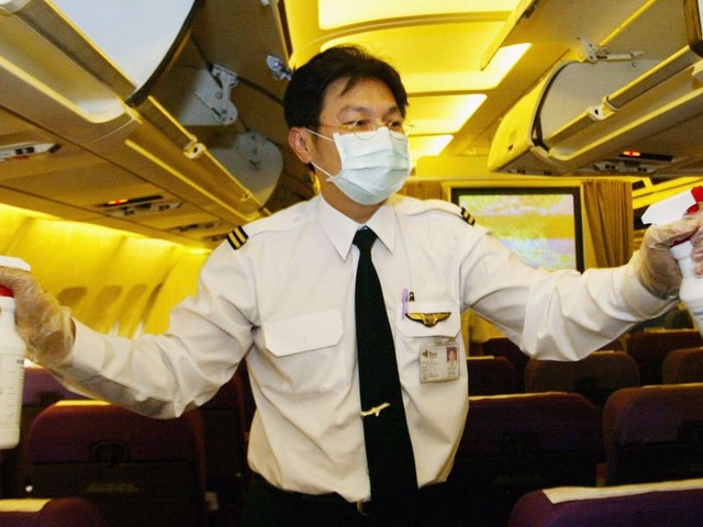 6 small details pilots notice when they fly as passengers that you probably miss