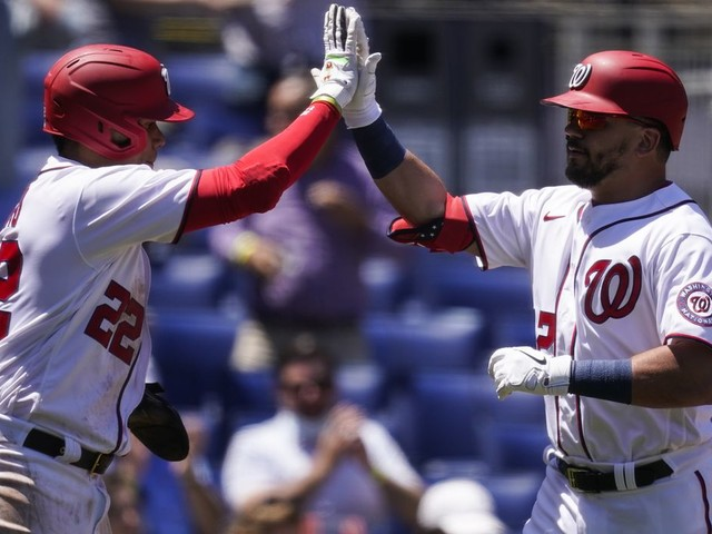 Josh Bell, Kyle Schwarber homer early to avoid sweep against Phillies