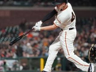 Pirates take fight to Giants, Vázquez closes out 27th save