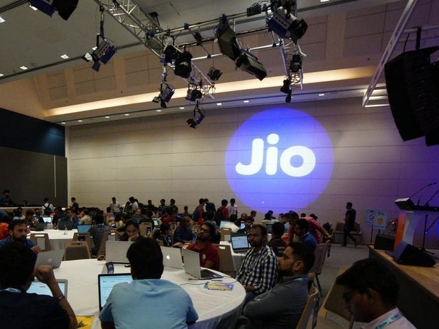 Jio Witnessed 22 Million Heavy Voice Subscribers Churn Last Quarter: Analyst