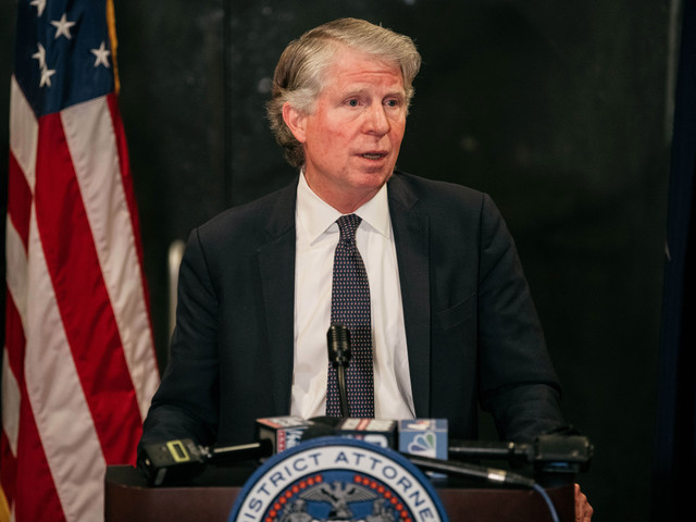 Top NYPD cops call for Manhattan DA Cy Vance to appear at shooting scenes