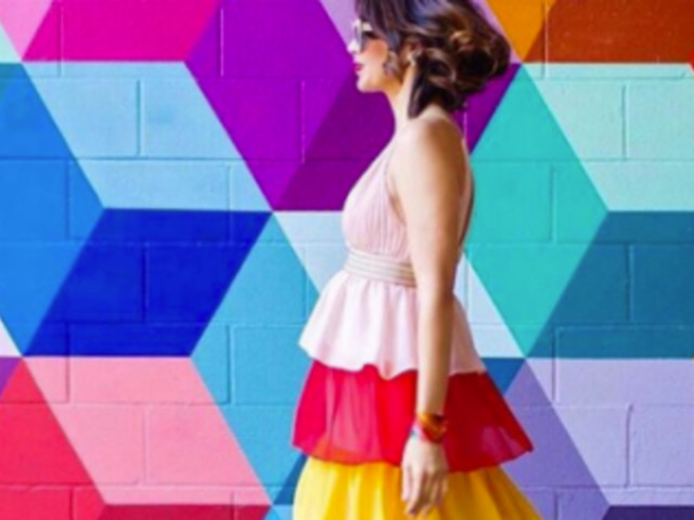 This Woman Matches Her Outfits To Art And It's Giving Us Instagram Goals