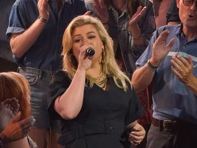 """It's Official: Kelly Clarkson Was Born to Cover Cher's """"If I Could Turn Back Time"""""""