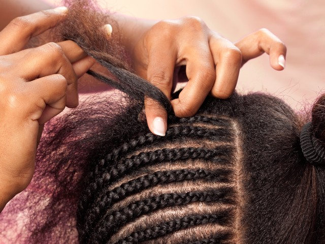 Black Hair Salons & The White House Are Teaming Up To Get People Vaccinated