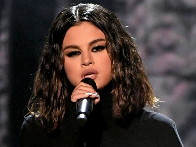 Selena Gomez Returns to the AMAs After 2 Years With an Emotional Performance