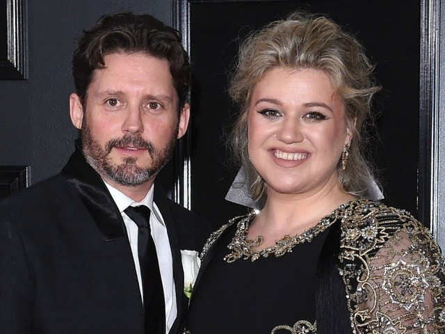 Kelly Clarkson is looking forward to 'moving on' from ex Brandon Blackstock, source says