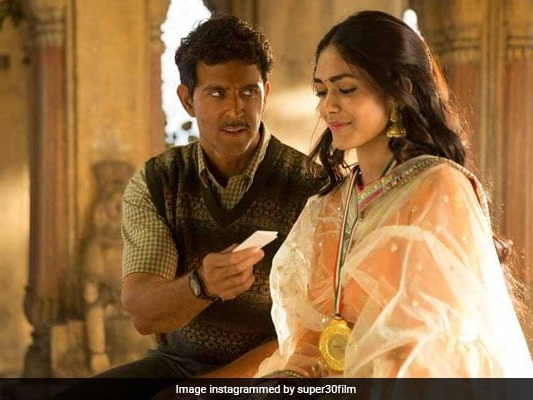 'Super 30' Song 'Jugraafiya': Hrithik Roshan Is Smitten By Mrunal Thakur