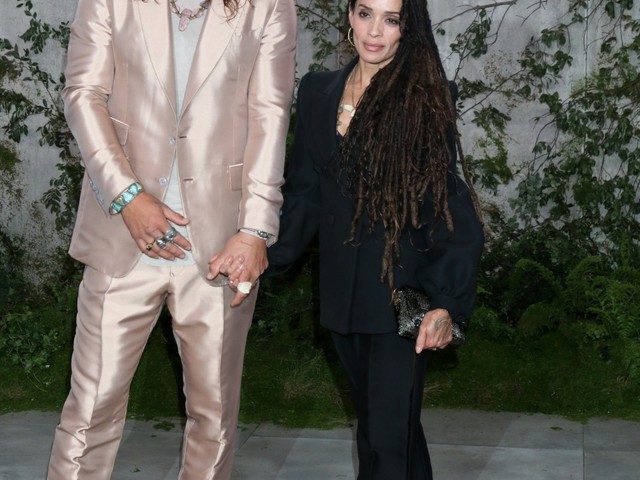 """Jason Momoa wore a shiny pink suit & looked amazing"" links"