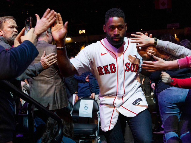 Red Sox shrug off chaos with us-against-the-world mentality