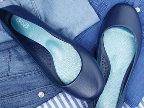 These $44 water-resistant flats look like any other pair, but they hold up perfectly in the rain and are easy to clean