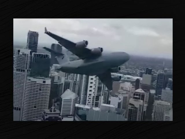 Does a Video Show a C-17 Globemaster Flying Between Buildings?