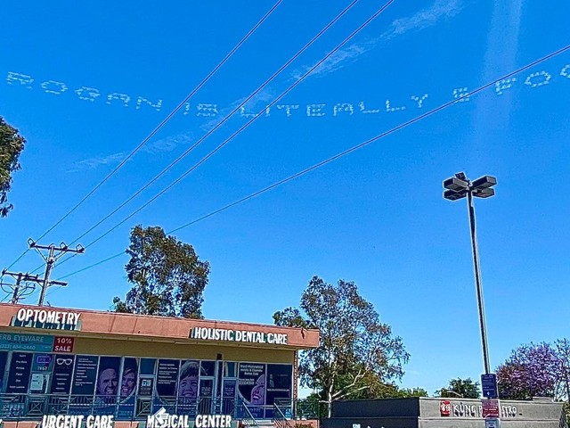 A skywriting marriage proposal ended with a jab at Joe Rogan's height—and Twitter is having a ball