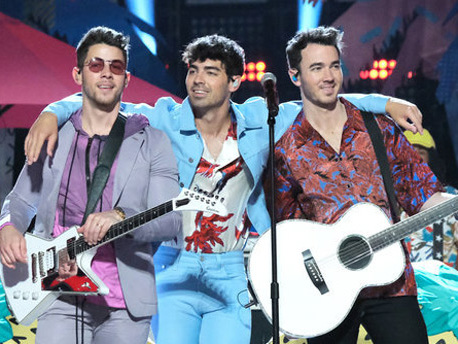 Jonas Brothers Perform 'Cool' on 'The Voice' Finale! (Video)