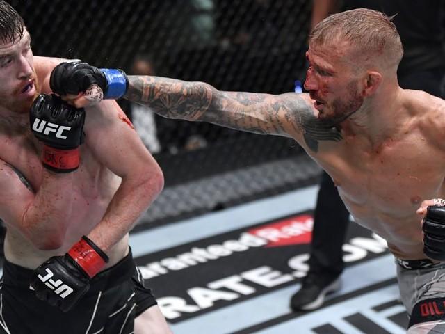 Too close to call! Watch Sandhagen vs. Dillashaw highlights
