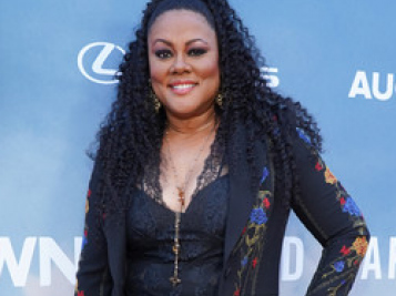 A Smiling Lela Rochon Flosses Wedding Ring In 1st Public Appearance Since Kissing Scandal + Oprah, Ava, MBJ & More Share The Love