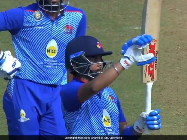 """Watch: Prithvi Shaw Trolled For """"Over Confident Gesture"""" In Comeback Game"""