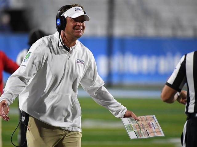 Florida Atlantic coach Lane Kiffin fined, reprimanded for tweeting photo of blind referees