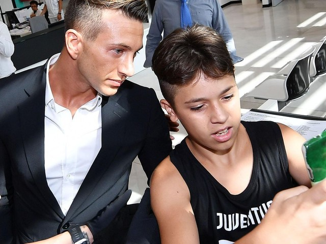 Bernardeschi nears 40 million euro transfer to Juventus