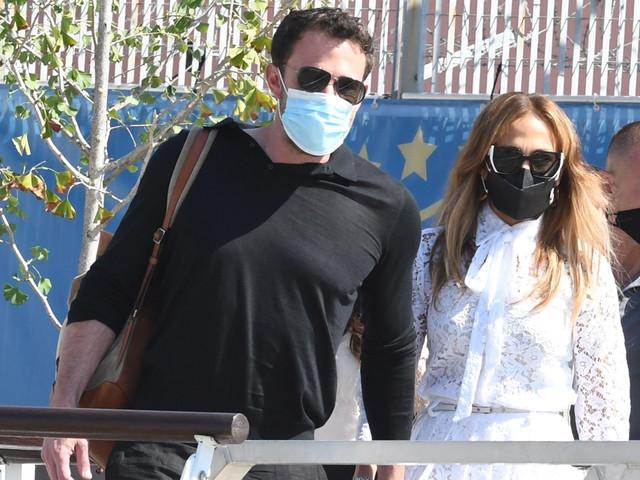 Ben Affleck & Jennifer Lopez Hold Hands While Arriving in Venice!