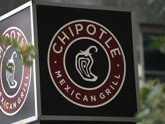 'We should expect to see another outbreak': Reports of illnesses from Chipotle are soaring