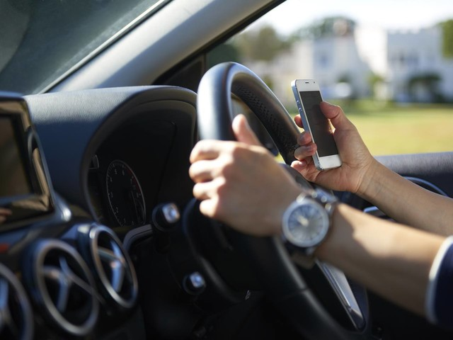 STUDY: 24.6% of People Report Routinely Using a Cell Phone While Driving