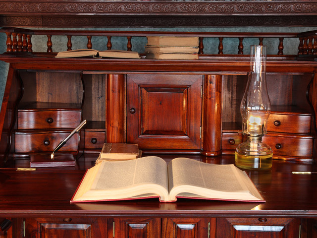 Buying an Antique Desk? 20 Things You Need to Know
