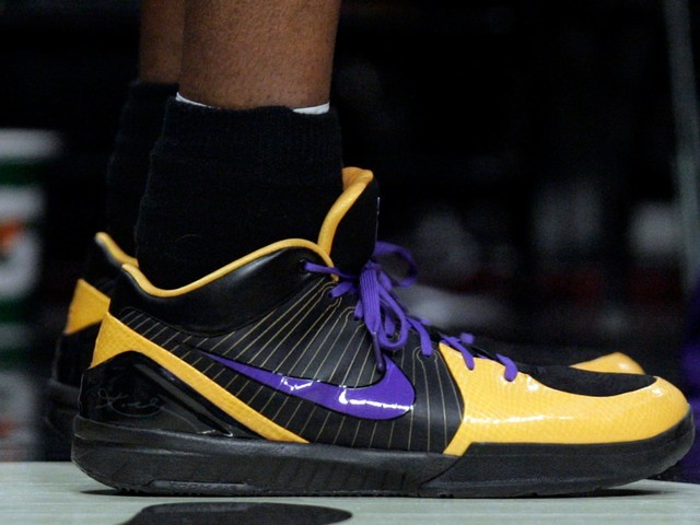 Nike's online store sells out of Kobe Bryant merchandise