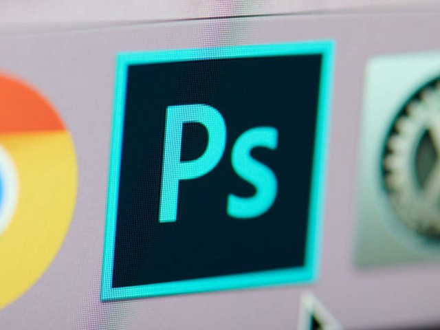 How to use the Quick Selection tool in Photoshop to easily remove backgrounds and more