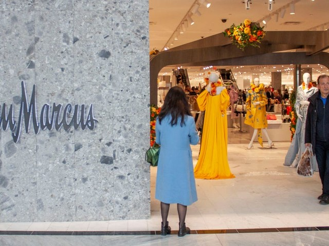 Bankrupt Neiman Marcus's $80 million flagship store in the glitzy Hudson Yards mega-mall is now being marketed as office space. It's another black eye for the city's retail market.