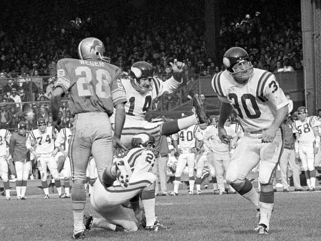 Fred Cox, former Vikings kicker and Nerf football co-inventor, dies at 80