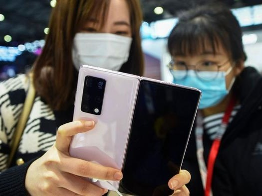 Huawei Challenges Google, Apple With New Smartphone Operating System